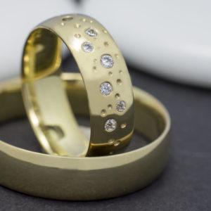 Köves sárga arany karikagyűrű